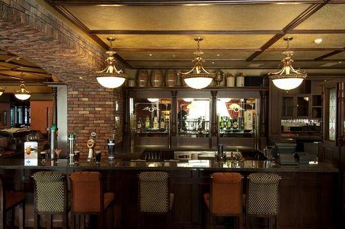 啤酒平台和充满浓郁爱尔兰文化氛围的裁缝店(吧台),vip&雪茄房,图书馆